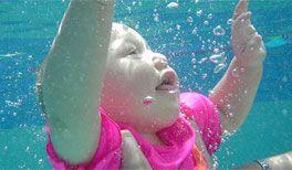 Schwimmen mit Baby