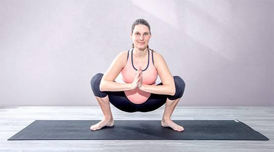 Yogaübung Tiefe Hocke (Malasana) zur Geburtsvorbereitung