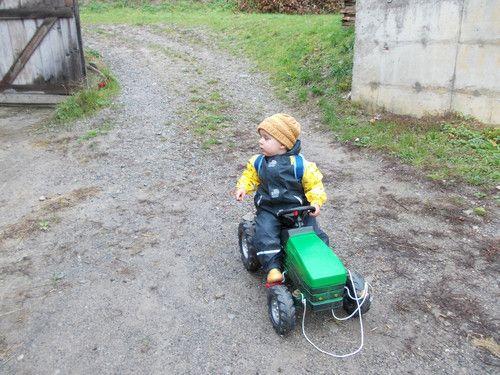 Unterwegs mit dem Traktor bei Regen