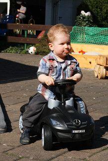 Timo übt Autofahren