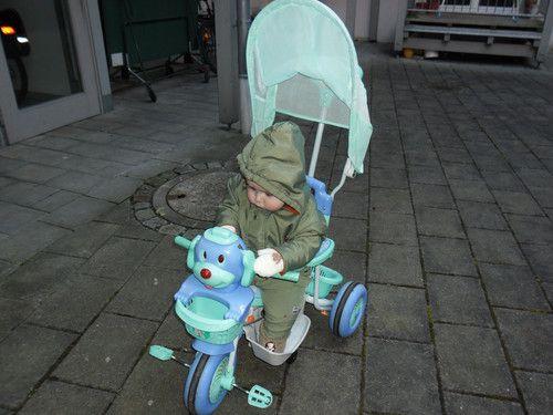 Das erste mal auf dem Dreirad
