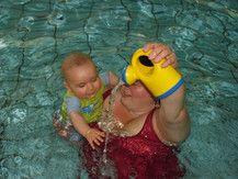 das erste mal schwimmen mit Mama