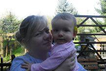 Resi und Mama im heimischen Garten