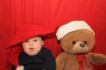 Der Weihnachtsbär und seine Gehilfe