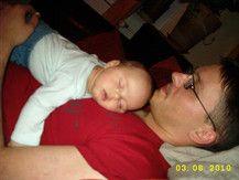 Auf Papa schläft sichs am Besten