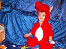 Kostümprobe für den Kindergarten als Seepferdchen