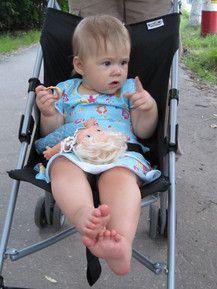 Barfuss im Kinderwagen