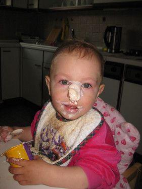 Man braucht doch keinen Löffel, um Jogurt zu essen, die Nase tut es auch.