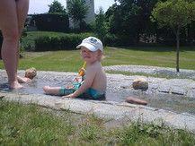 Unser Max liebt Badi :)