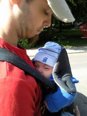 Der papa trägt mich und ich mag das voll gerne..;)