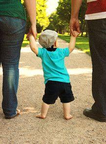 Mit Mama und Papa durch den Park