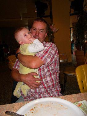 Papa mit Baby Leon
