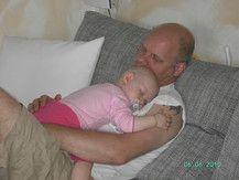 Auf Papa´s Brust einzuschlaffen ist das schönste!